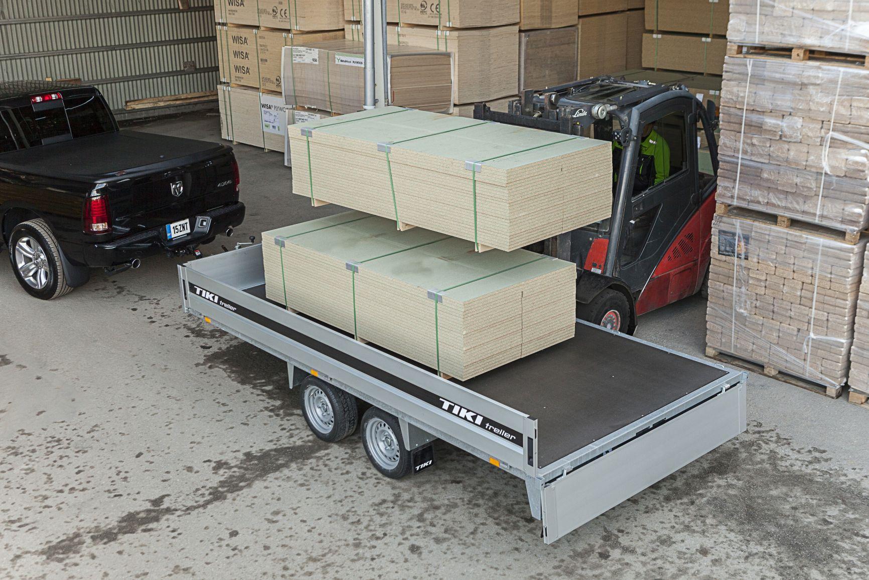 CP400-DRB/DROP/2850kg [Attēli ir informatīvi un piekabes komplektācijā var būt iekļauts papildu aprīkojums]